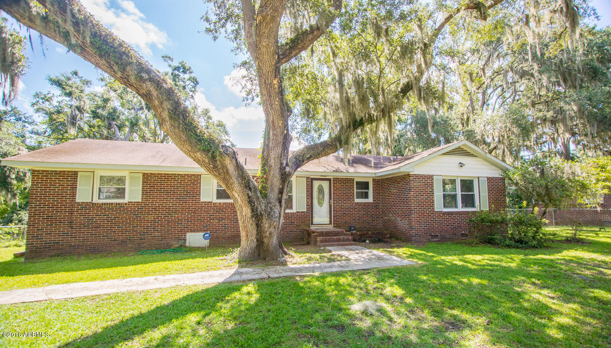 Photo of 1611 Camellia Road, Beaufort, SC 29902